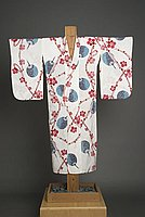 [White yukata with fan and flower design]