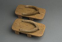 [Geta with light brown velvet straps]