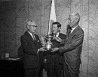 [Consul General of Japan Kanji Takasugi presenting trophy to Top Notch Golf Club, California, May 21, 1969]
