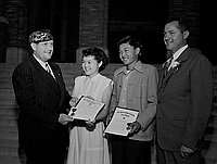 [Henry Yamada and Jane Masamura of Stevenson Junior High School receiving American Legion Award, California, June 15, 1950]