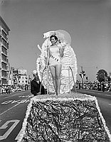 [Miss Japan in the Miss Universe parade, Long Beach, California, July 1956]