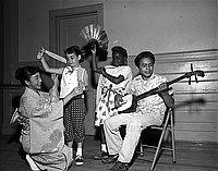 [Azuma Harunobu teaching Japanese dance to children at Friendship Day camp at Griffith Park, Los Angeles, California, July 6, 1955]