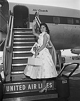 [Stella Nakadate departing for Hawaii vacation from Los Angeles International Airport, Los Angeles, California, August 31, 1955]