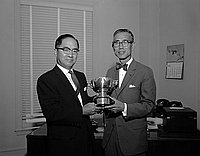 [Narifumi Yano of Japan Traders Club, receiving golf trophy from Consul General Yukio Hasumi, Los Angeles, California, August 15, 1961]