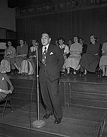 [Kuroemon Onoue speaking at MRA gathering at Koyasan Buddhist Temple, Los Angeles, California, ca. 195-]
