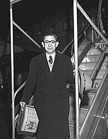 [Koike, president of Yamaichi, at airport, California, January 1951]