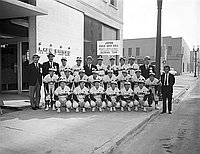 [Salonpas girls baseball team from Japan in front of Rafu Shimpo, Los Angeles, California, October 27, 1967]