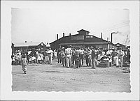 [Crowd with luggage outside of Mess hall 1, Rohwer, Arkansas, 1942-1945]