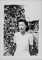 [Woman in spiral patterned dress in front of vines, half-portrait, Rohwer, Arkansas, July 9, 1944]